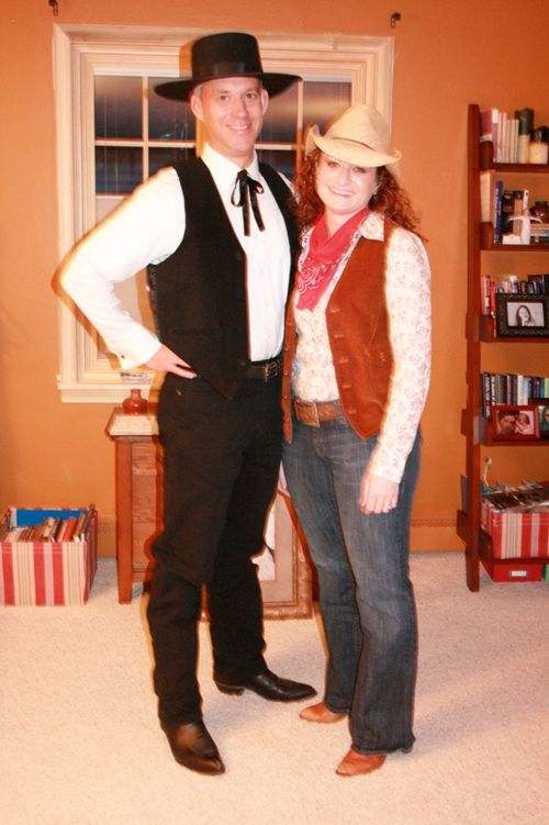Tom & Wendy dressed for murder mystery dinner @ Tassel Ridge 102409